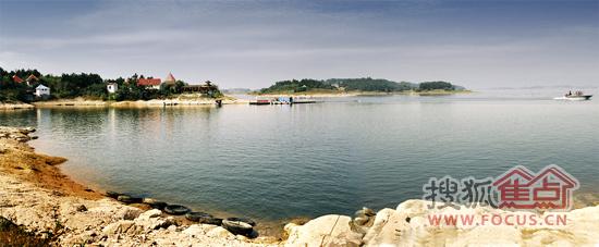 万佛湖风景区为国家aaa级风景名胜区,国家水利风景区,位于舒城县城