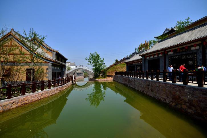 溪山小鎮,33萬﹐純山地別墅,高綠化低容積舒適自然,整體規劃自然和諧