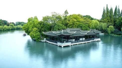 近年来,扬州政府又着力将蜀冈-瘦西湖风景区升级打造成为世界级公园.