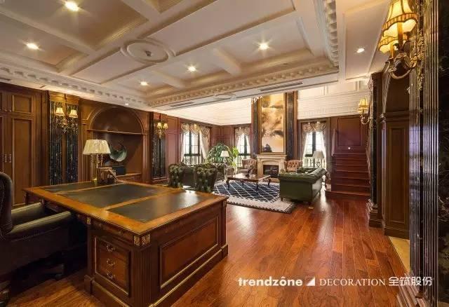 私人办公室的欧式风格浓郁,从装修到家具都彰显了主人的奢华与气派.