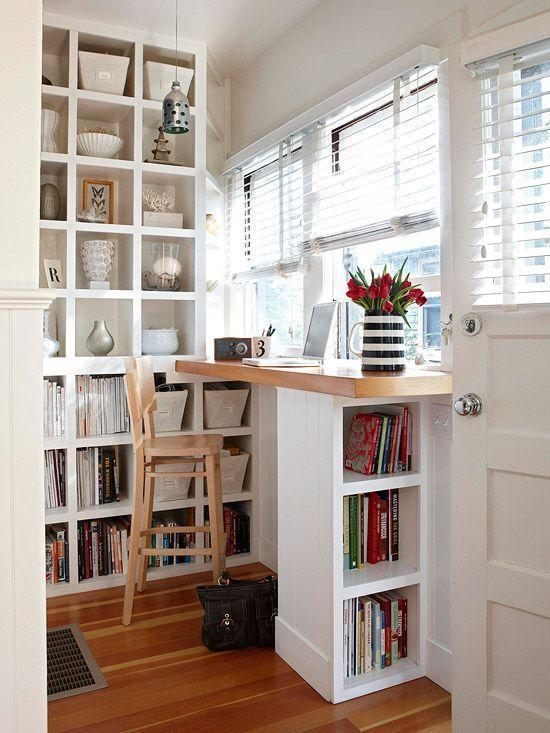 窗台处做了一个吧台,下面用小书架支撑.