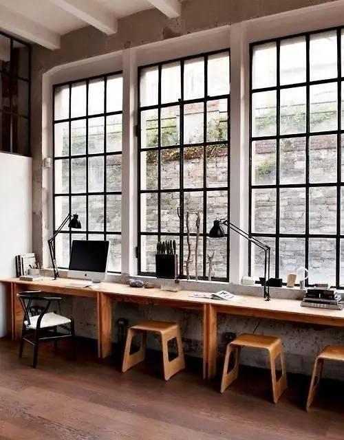 尤其是当窗外没有美丽的风景的时候,更觉得装修飘窗是一件很奢侈的