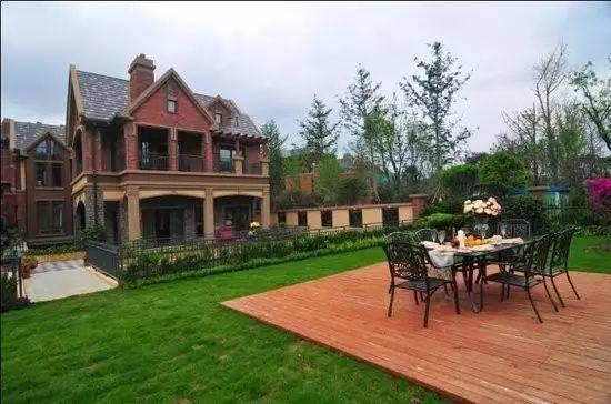 今天,新哥就给大家写字一下贵阳市均价1万元/m以上的住宅,别墅,盘点在别墅上海提香区什么图片