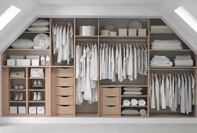 但內部的設計絕對是不合理的   衣柜內部留出大量的格子   不僅做不