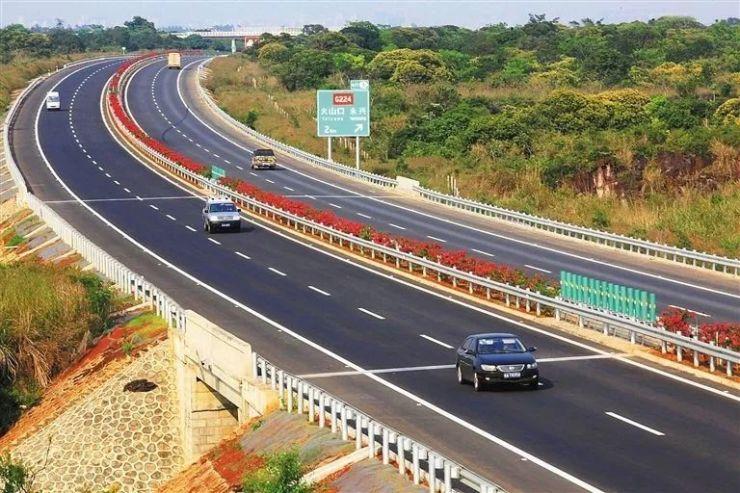 据了解,五指山至保亭至海棠湾高速公路,全线设置互通7处;白沙快速出口
