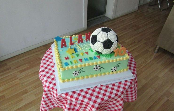 定制的生日蛋糕