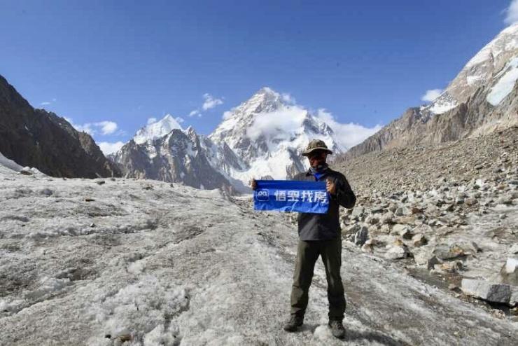 惊!悟空旗帜K2扬 保定悟空找房登山达人登顶世界第二高峰乔戈
