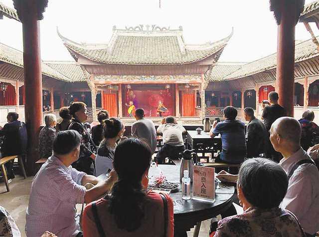 中秋节重庆接待游客1051.36万人次,揽金52.53亿元