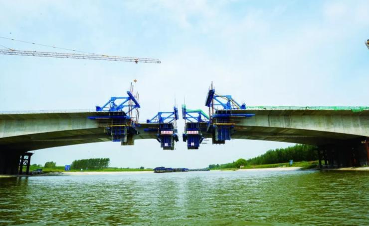 市重点建设项目西二环工程进展顺利,跨京杭运河大桥即将合拢