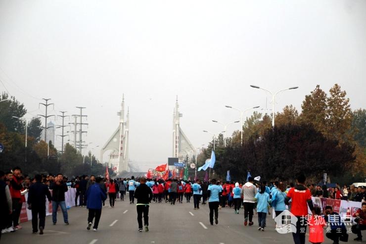 """2018""""跑游山东 聊城高新智汇谷杯""""半程马拉松比赛完美落幕"""