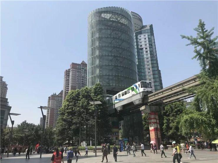 杨家坪商圈地标九龙塔启动拆除工程 轻轨穿塔而过将成过去时