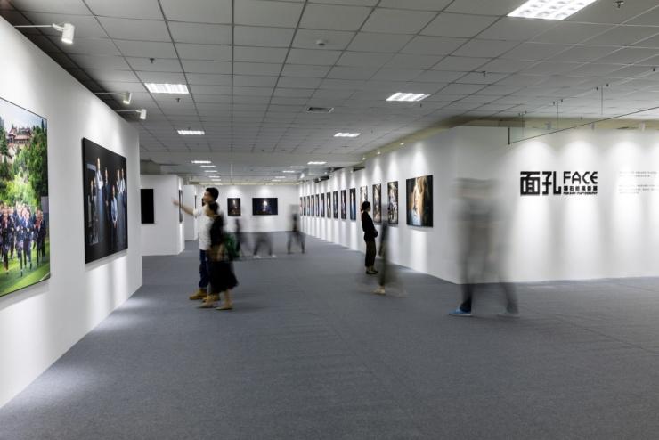 潘石屹个人摄影展沈阳开幕 用镜头记录时代面孔