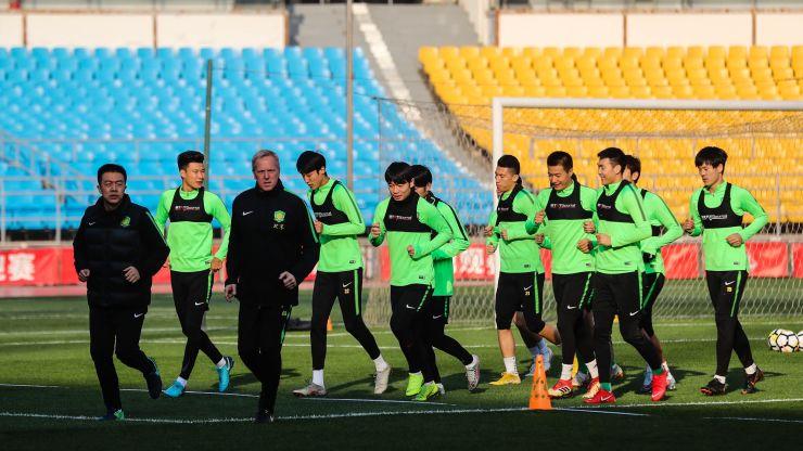 百名球迷现场观看国安训练,施密特称要把足协杯带回北京