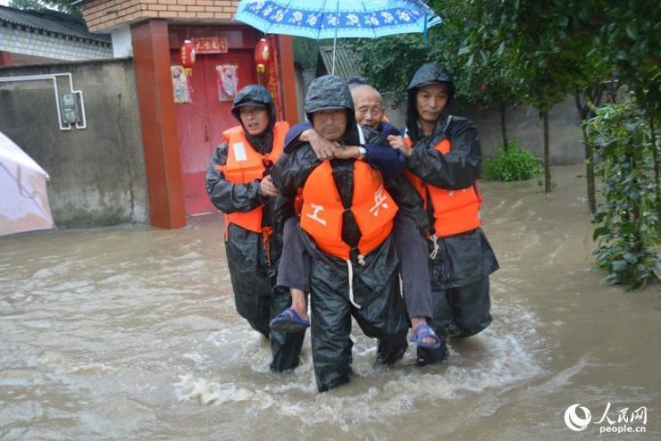 抗洪抢险 彭州民兵在行动