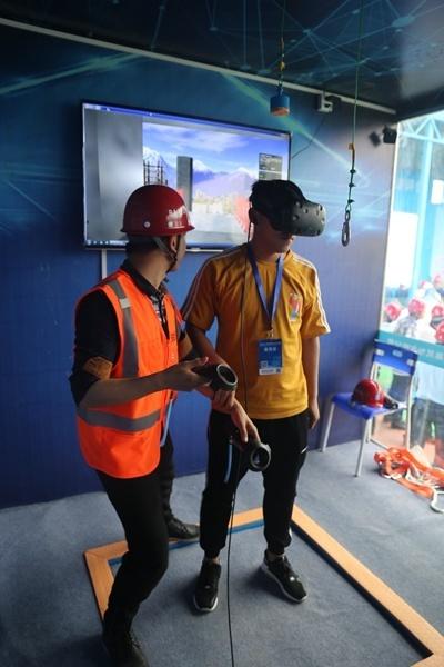 深圳国际会展中心工程施工高峰期 日浇混凝土量近1.5万立方米