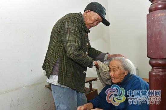 常州89岁男子悉心照顾104岁岳母36年