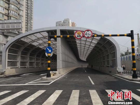 历时10多年 北京手帕口道口人、机动车和火车混行窘况消除
