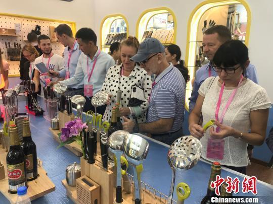 """""""中国刀剪之都""""举办博览会 刀剪产品受海内外客商欢迎"""
