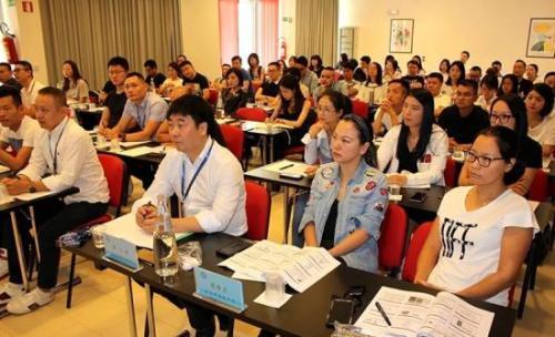 中国人大教授赴意大利讲学 助华商提高管理水平