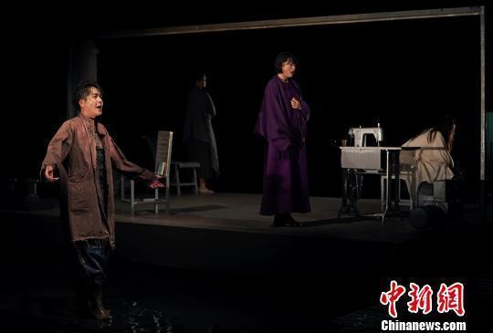 张若昀领衔话剧《三姐妹·等待戈多》用游戏心态表演