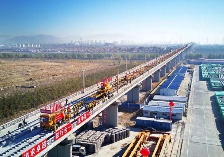 京张高铁铺轨!内蒙古搭高铁去北京的梦想又进了一步!