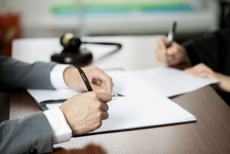 买房人/卖房人在过户前突然去世,原来的合同还能否继续生效?