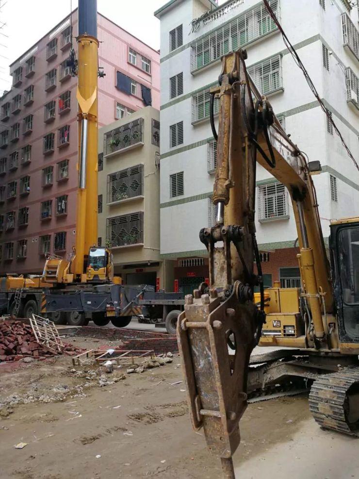【推进创文提质升级】将拆除机械运送上22层|汕头市龙湖区珠池街道依法对南昌街一超高违建房进行拆除