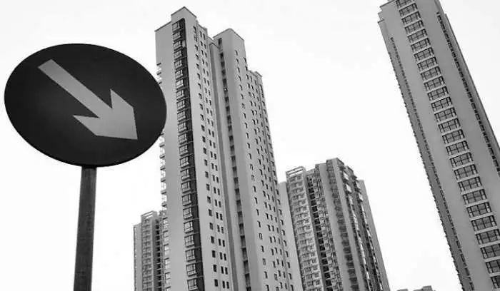 没买房的刚需恭喜了! 12个城市房价下降了, 资深炒房客也在抛房